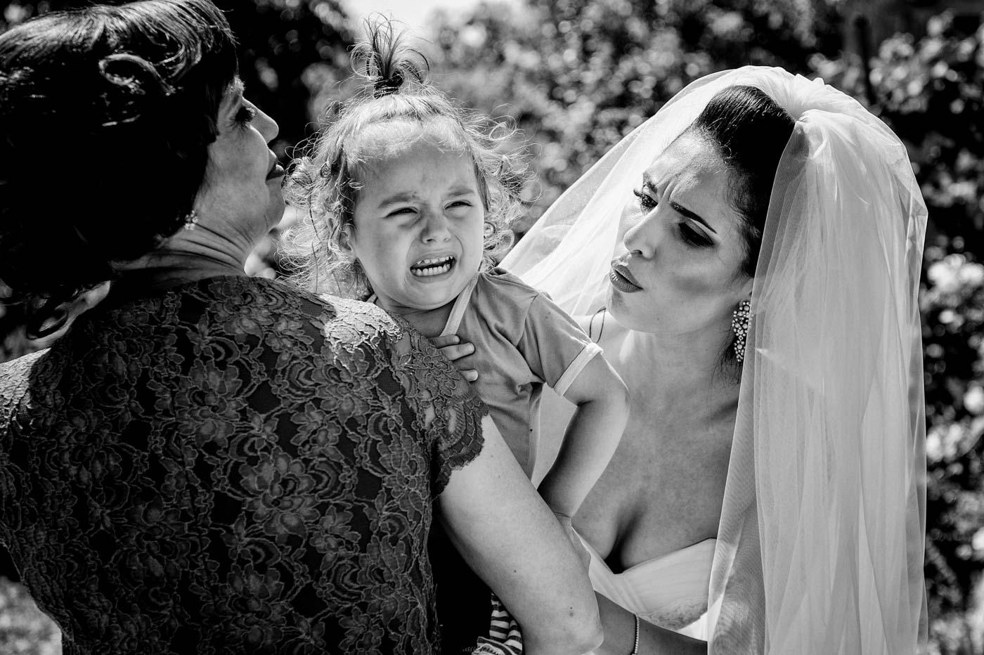 moment de la obiceurile miresei - Alex Barbu fotograf nunta Pitesti - Bucuresti