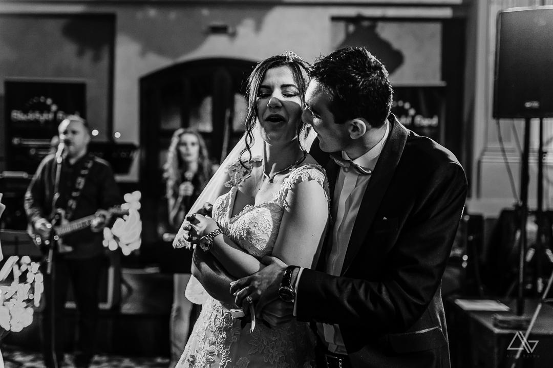 distractie in timpul petrecerii de nunta