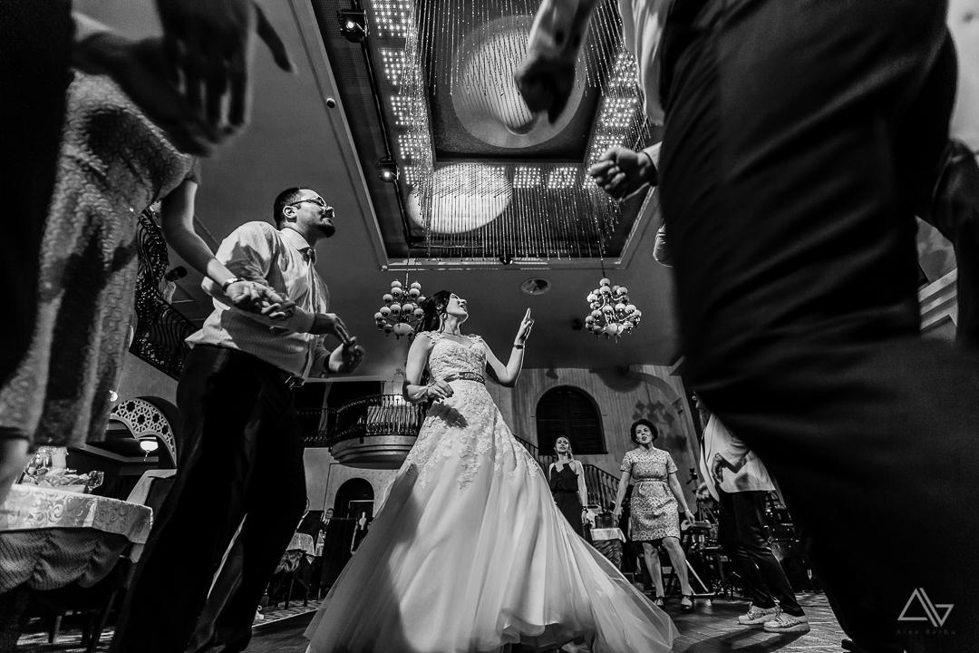 atmosfera de la petrecerea nuntii